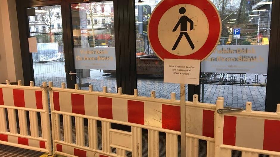 Konigsfhof Galerie Nur Uber Haupteingang Und Zugang Rewe Zur Erreichen Eingang Der Talstrasse Bleibt Vorerst Gesperrt